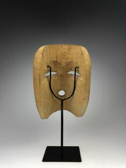 Антропоморфная полихромная маска (современная работа) в стиле индейцев сквамиш (салиш) северо-западного побережья Америки