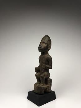 Статуэтка сидячего короля народа Йомбе