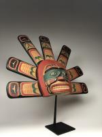 Полихромная маска (современная работа) солнца в стиле индейцев хайда северо-западного побережья Америки_4
