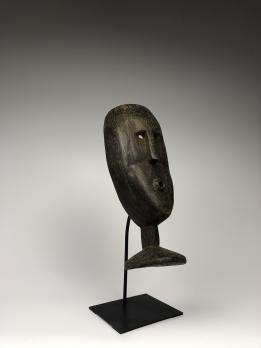 Маска народа Атони