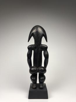 Статуэтка-навершие реликвария (бьери) народа Фанг