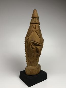 Статуэтка головы духа предка